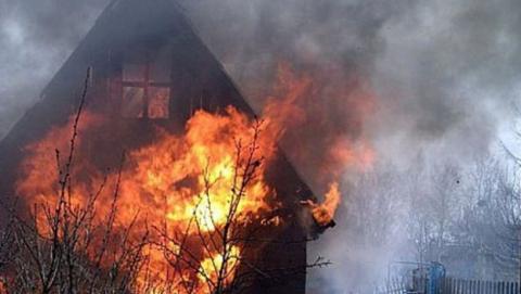 В поселке Рейник на пепелище после пожара найдено тело мужчины