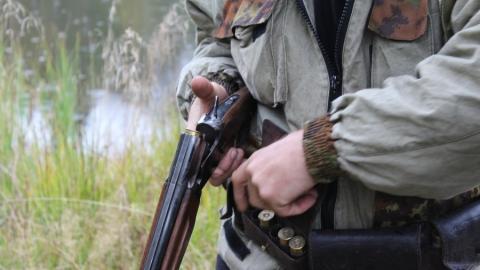 У села Кочетное задержан вооруженный мужчина