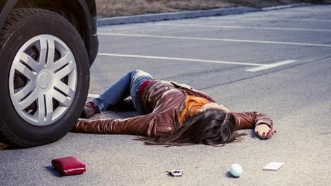 В Балашове водитель сбил девушку и скрылся с места ДТП