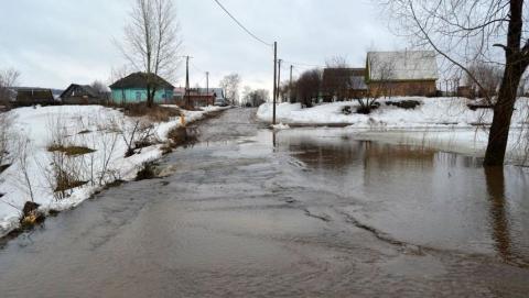 Паводок. Талыми водами залита автодорога в Дергачевском районе