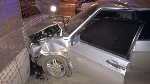 Пьяный водитель протаранил гаражную стену