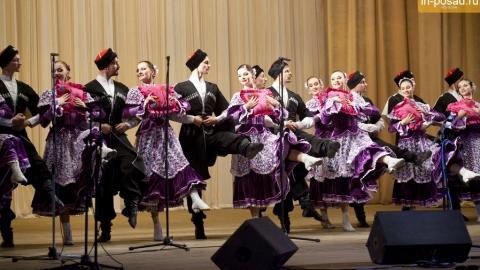 Сегодня в оперном театре выступает Кубанский казачий хор