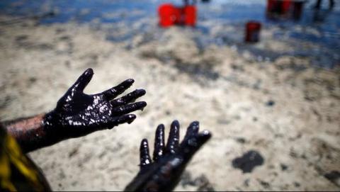Под Балаково произошла авария на нефтепроводе