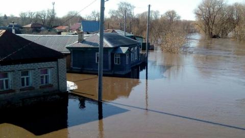 Паводок. В Аткарске из-за подъема уровня воды в реке затоплены улицы