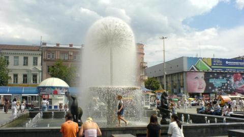 Новому главе Кировского района не хватает денег на фонтаны