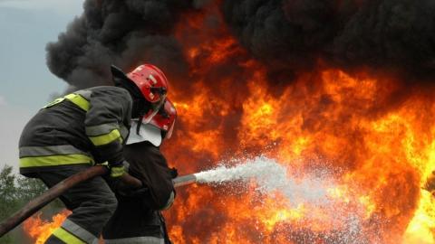 В области горели два автомобиля, магазин и квартира