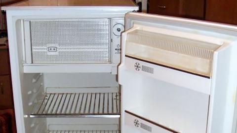 Два рецидивиста украли у женщины холодильник и сдали его в цветмет
