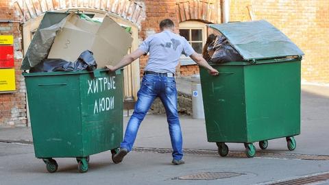 Сельчане похитили мусорные баки в райцентре для хранения зерна
