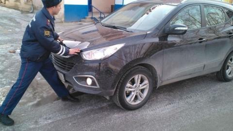 Гражданин бампером автомашины трижды ударил полицейского