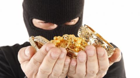 Саратовская ОПГ ограбила ювелирный магазин и попалась на фальшивой купюре