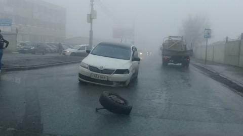 На улице Осипова образовалась пробка из-за аварии