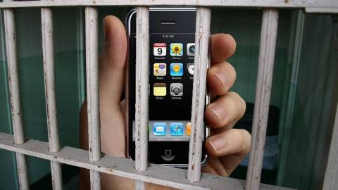 Бывший начфин областного  ГУ МЧС получал взятки айфонами