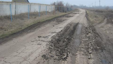 """Жители Духовницкого пожаловались на """"убивающего"""" дороги грузовиком фермера"""
