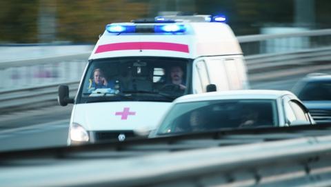 В Энгельсе в аварии с грузовиком пострадали три человека