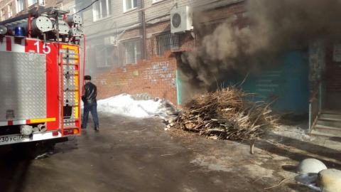 На Пономарева горели подвалы в двух пятиэтажках