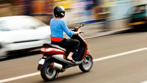 В поселке Солнечный автомобилем сбит 15-летний подросток на мопеде