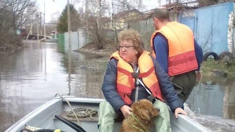 Паводок. Спасатели на лодках эвакуируют жителей Захоперья