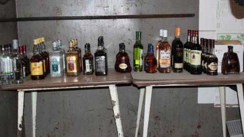Двое саратовцев выплатят по миллиону рублей за торговлю фальшивой водкой