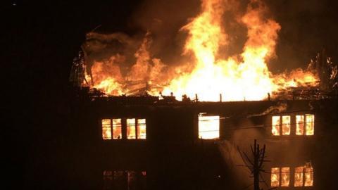 В Заводском районе сгорел очередной нежилой дом
