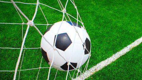 Саратовские футболисты вышли на второе место в премье-лиге