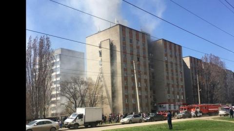 Изгорящей десятиэтажки вЭнгельсе эвакуировали 20 человек