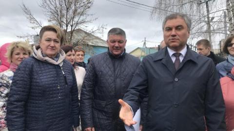 Вячеслав Володин осматривает парк в Вольске