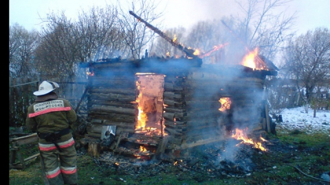 ГУ МЧС: За сутки в области сгорели дача и сарай