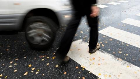 Под колесами автолюбителей пострадали три человека
