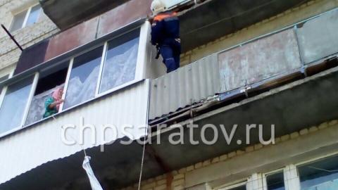 Пытавшуюся выйти через балкон третьего этажа пенсионерку госпитализировали