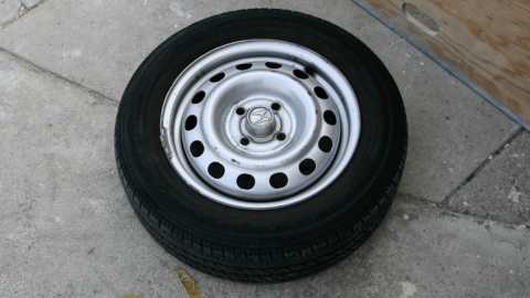 Под Энгельсом мужчина украл из гаража колеса стоимостью 40 тысяч рублей