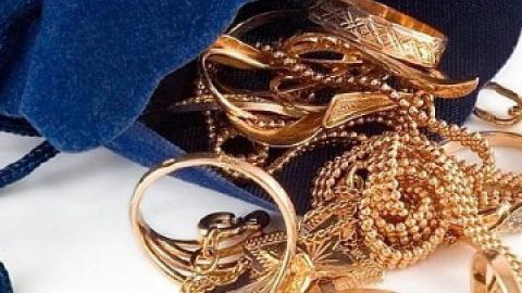 У безработной саратовчанки украли золото на 100 тысяч