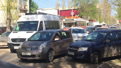 В Саратове автоледи на «Приоре» врезалась в маршрутку