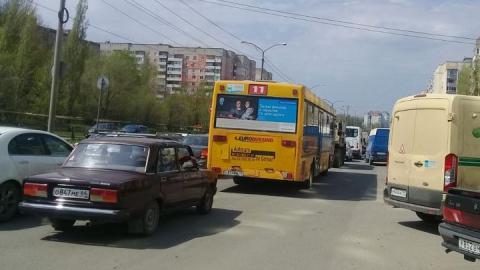 Улица Тархова в Саратове встала в пробке