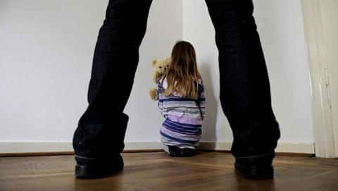 В Аркадаке отец семь лет развращал двух малолетних дочерей