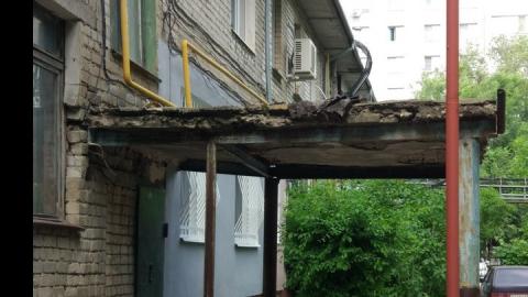 Жители дома на Измайлова предупреждают о возможных обрушениях