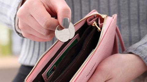 В детском саду психически больная женщина украла у воспитателя кошелек