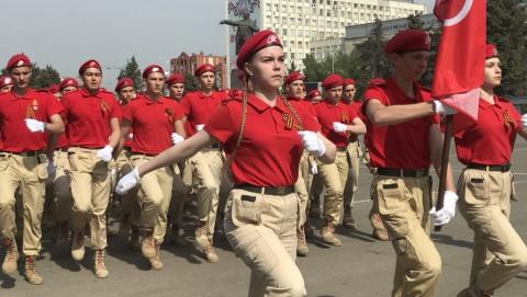 Накануне Дня Победы в Саратове состоялось торжественное прохождение войск