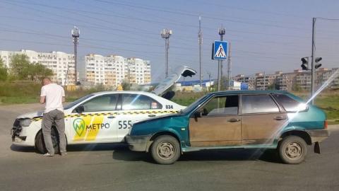 Такси попало в аварию на Топольчанской