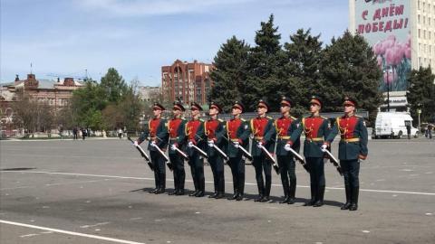 Саратовцы смогли увидеть часть московского парада вживую