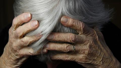 Сын жестоко избил престарелых родителей
