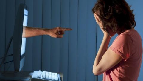 Мужчина грозился выложить в интерент фото обнаженной саратовчанки