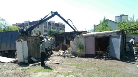 Приставы демонтировали гараж по иску администрации