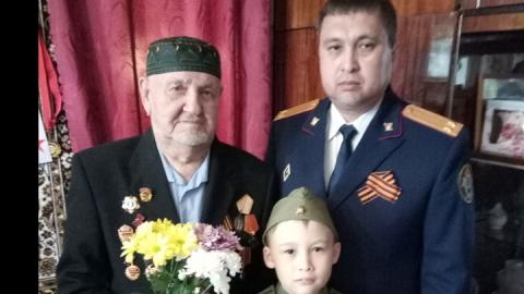 Сотрудники Саратовского следственного отдела на транспорте поздравили ветерана Великой Отечественной войны
