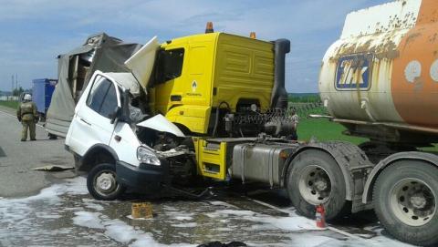 Водитель «ГАЗели» погиб при столкновении с бензовозом