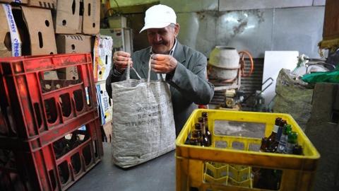 Предприниматель хочет вернуть в Саратов пункты приёма стеклотары