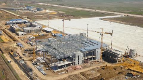 В терминале нового аэропорта Саратова монтируют фасады и кровлю