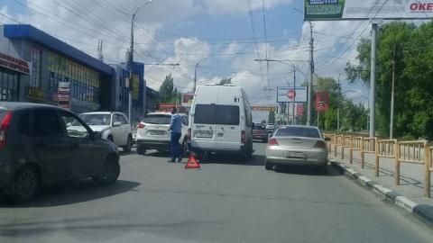 В Саратове маршрутное такси попало в аварию