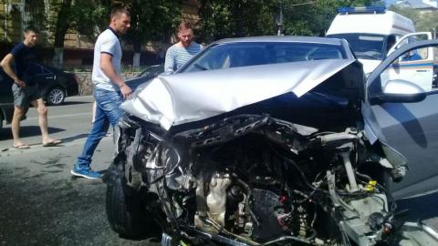 На улице Чернышевского столкнулись четыре машины