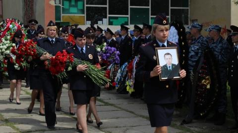В Саратовской области простились с погибшим в Грозном полицейским