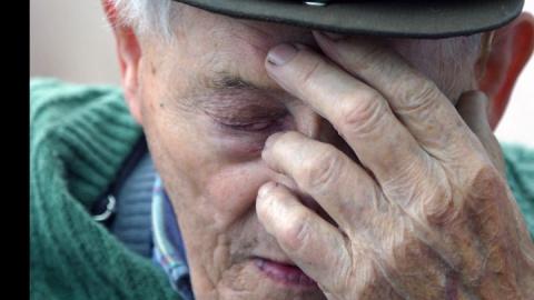 Житель Маркса избил старика и отнял у него 50 рублей
